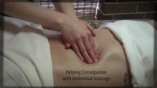 При запорах.  Брюшной массаж, методы терапии массажа
