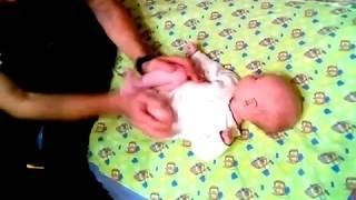 Массаж при запорах и коликах у грудных детей.